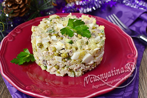 салат из сардины в масле с зеленым горошком