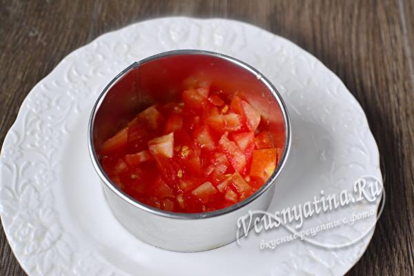 слой помидоров в форме