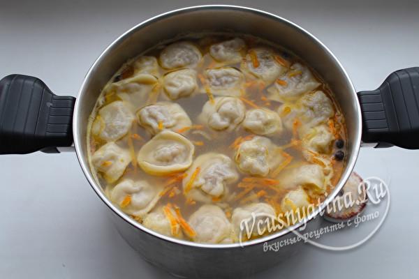 выложить в суп пельмени