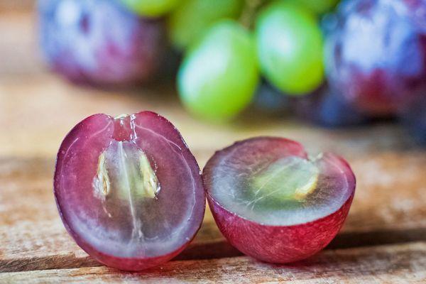 Можно ли есть виноград с косточками или нет