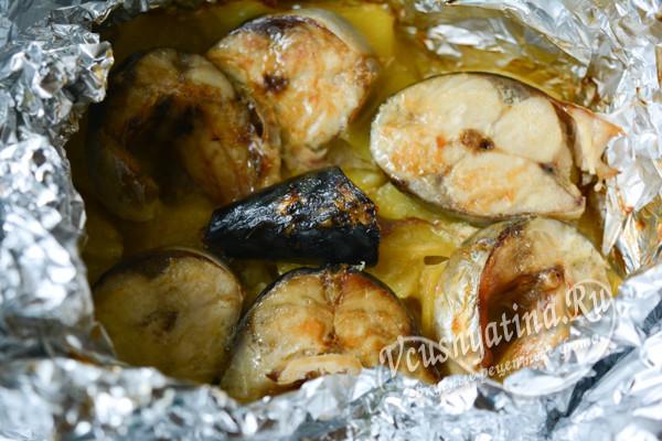 скумбрия, запеченная с картофелем готова