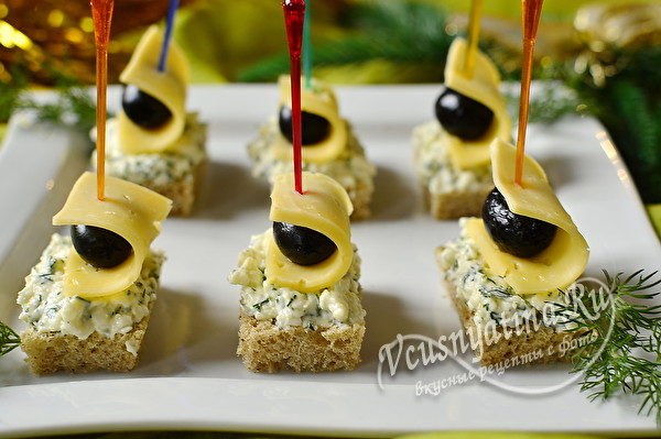 Канапе с маслинами и сыром