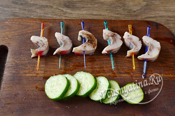 11 простых и вкусных канапе на шпажках для праздничного стола