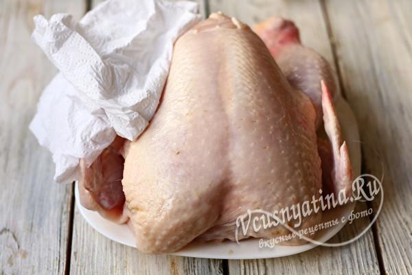 подготовленная тушка курицы