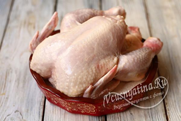 кладем курицу на соль в форму