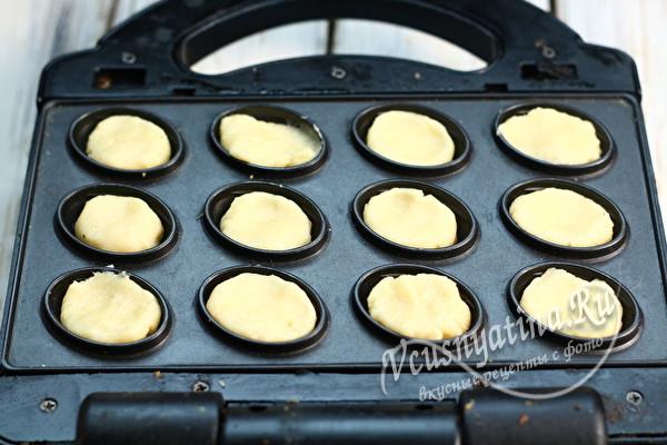 тесто в ячейках орешницы