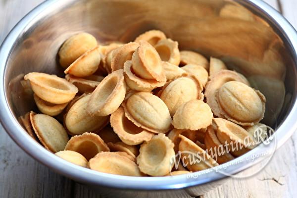 будущие орешки в миске