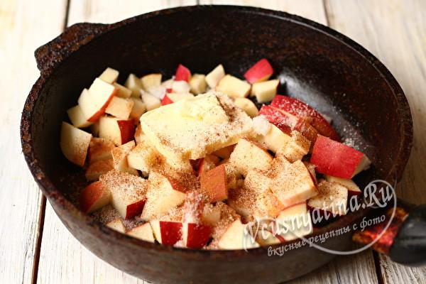 яблоки с медом на сковороде