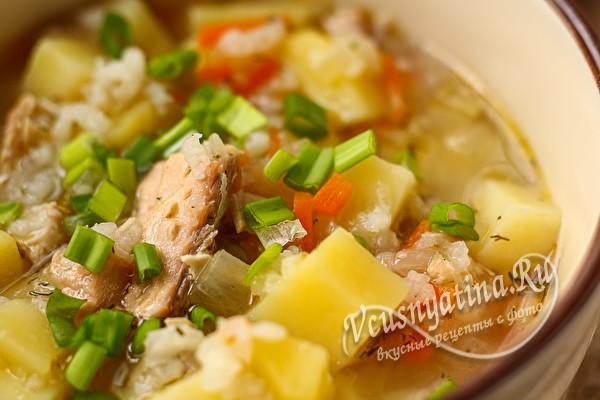 аппетитный суп с консервой