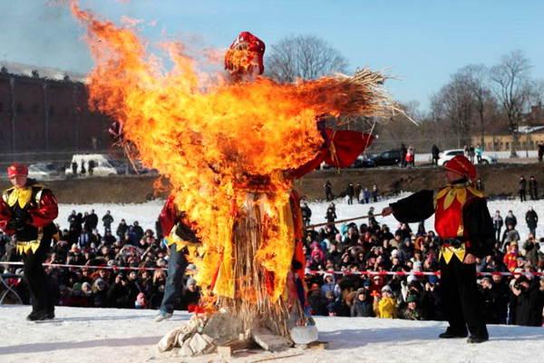 Для чего сжигают чучело на Масленицу – что это значит?