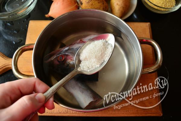 добавляем соль и специи