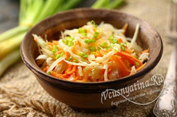 капустный салат с морковкой