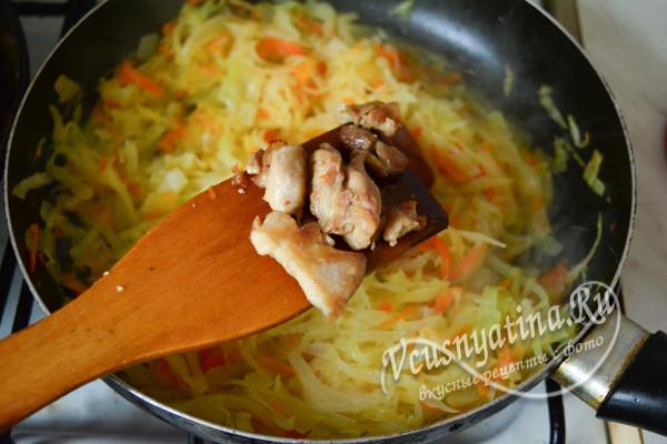 соединяем мясо и капусту