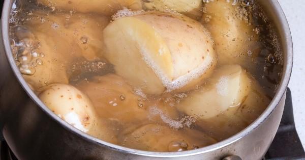 Картошка чернеет при варке