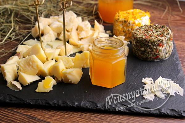 подаем конфитюр с сыром