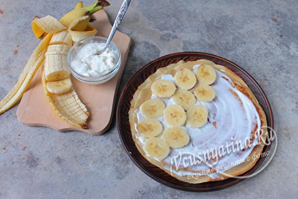 кладем кружочки бананов