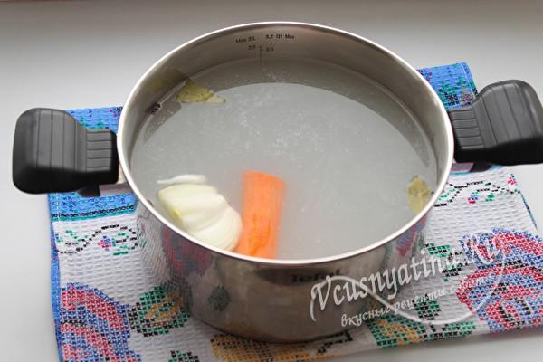 морковь и сельдерей в воде