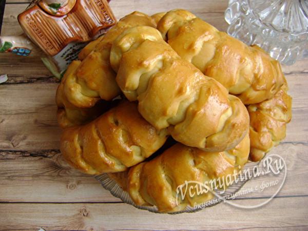 Дрожжевые булочки со сгущенкой