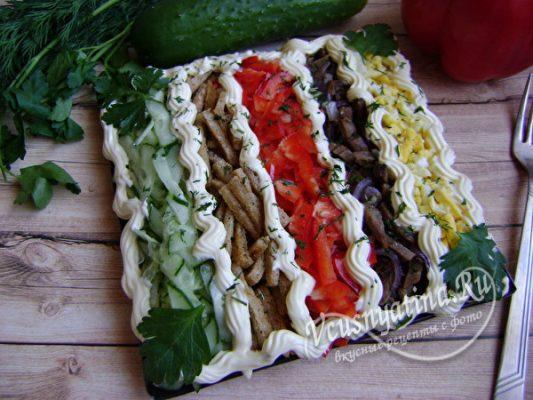салат с овощами и мясом