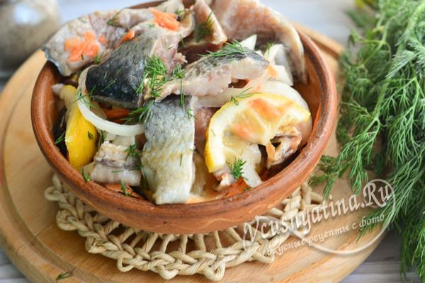 селедка, маринованная с овощами
