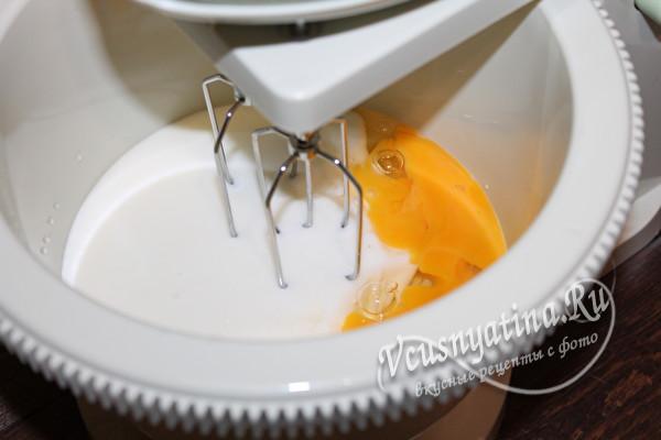 взбиваем с кефиром яйца