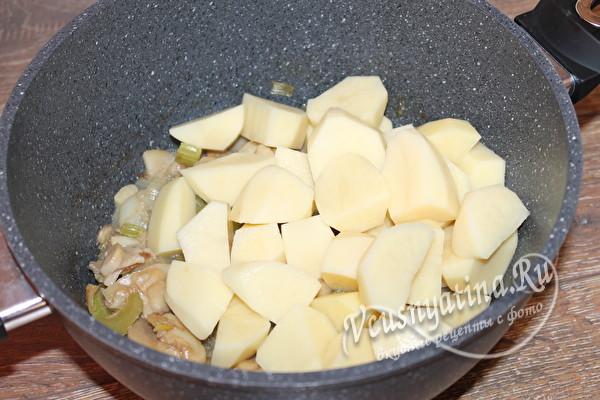 кладем картофель