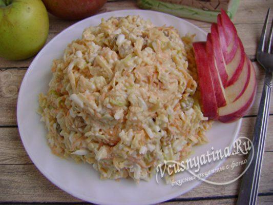 фруктовый салат с яйцом и сыром