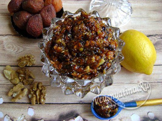 Витаминная смесь из сухофруктов и орехов