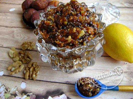 смесь из орешков с медом