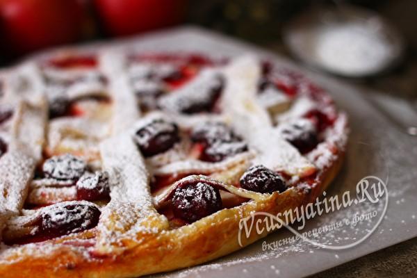 пирог с вишней и яблоками