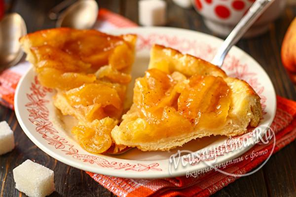 Пирог-перевертыш с яблоками и карамелью
