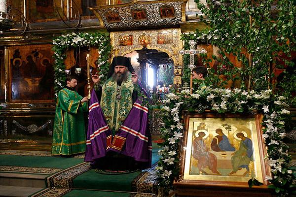 посещение церкви на Троицу