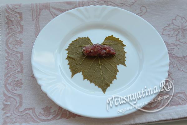 лист винограда с мясом