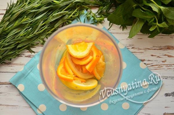 ломтики фруктов в стакане