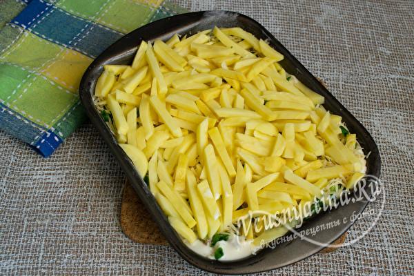 слой нарезанного картофеля