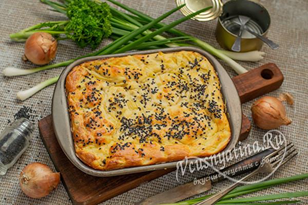 пирог с сыром и консервами
