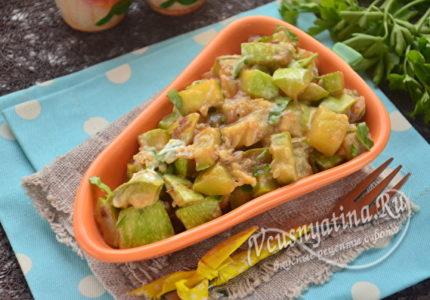 Салат с кабачками и зеленью