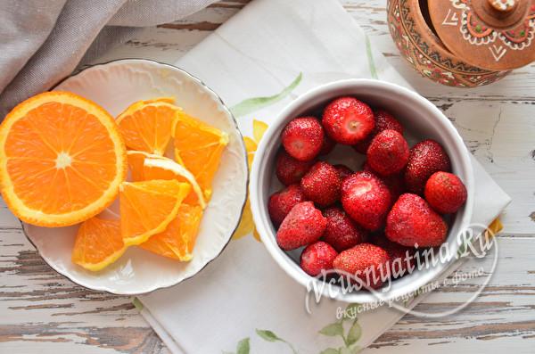 промыть ягоду, апельсин нарезать