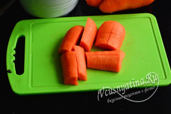 режем морковь