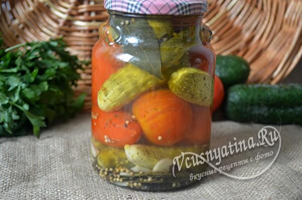 Маринованные помидоры с огурцами
