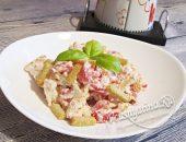 """Салат """"Минутка"""" с томатами и сыром"""