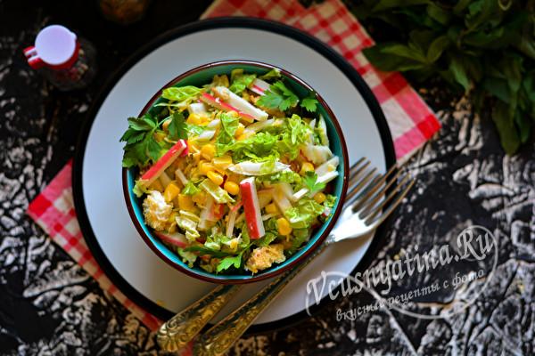 салат с пекинской капустой и палочками крабовыми