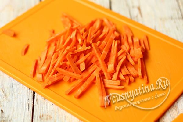 нарезать соломкой морковь