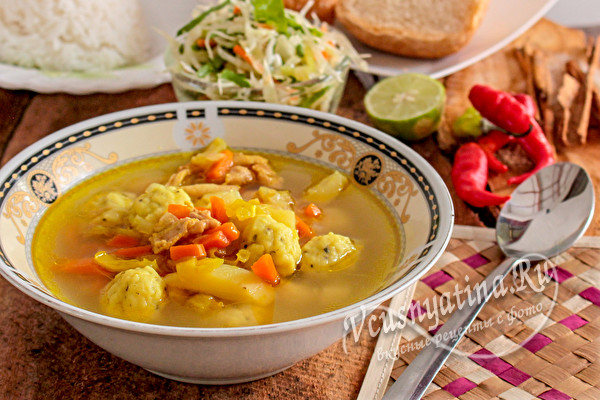 суп с курицей и шариками из сыра