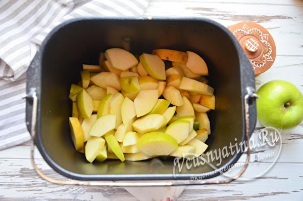 яблоки в чаше хлебопечки