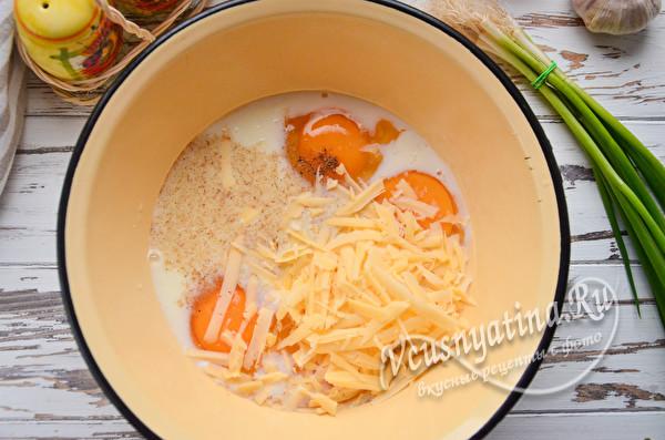 добавить тертый сыр и специи