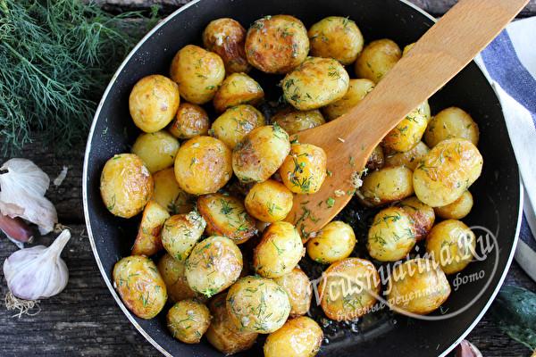 Молодая картошка с зеленью
