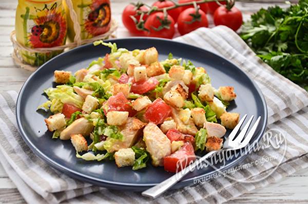Цезарь с курицей и овощами