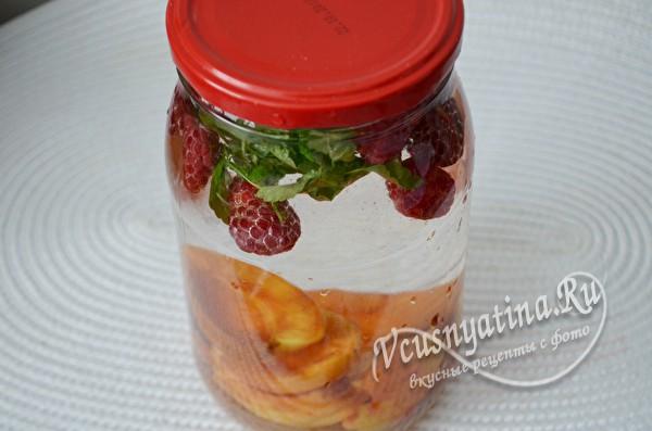заливаем ягоды и плоды кипятком