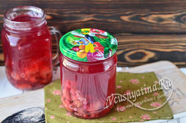 баночка с ягодным компотом